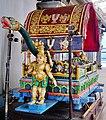 Singapore Tempel Sri Srinvasa Perumal Innen Sänfte 1.jpg