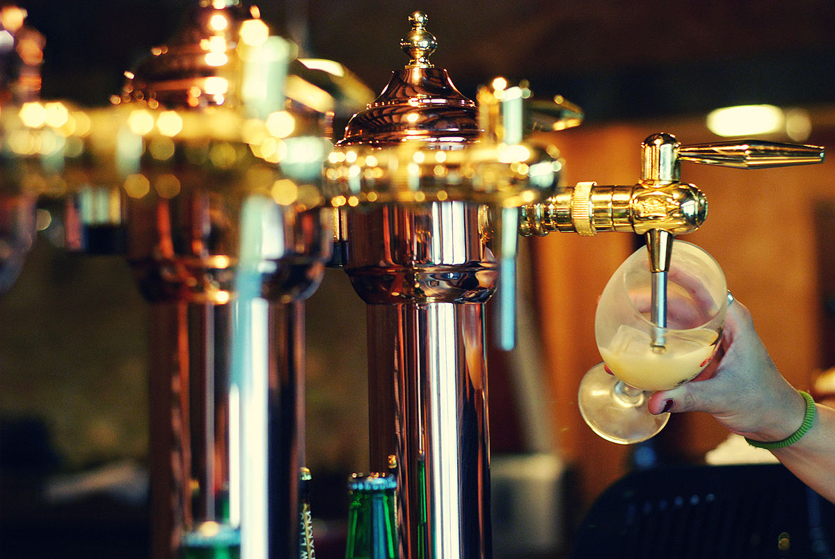 Sirviendo cerveza.jpg
