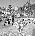 Skiërs bij de sleeplift, Bestanddeelnr 254-4352.jpg