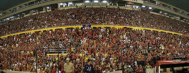 Vista frontal das sociais e cadeiras da Ilha do Retiro que possui  capacidade para 30.000 torcedores e é conhecida pela pressão causada nos  jogos. 6992074b7e78a