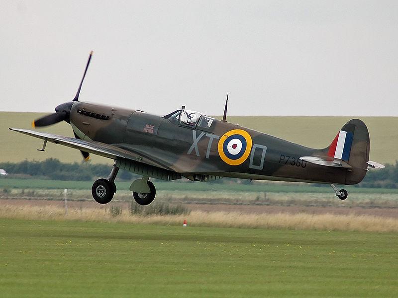 L'avion avec un grand A - Page 2 800px-Spitfire_IIA_P7350