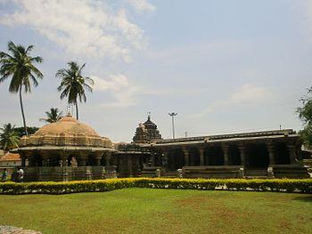 Sri Eshwara temple, Arasikere.jpg