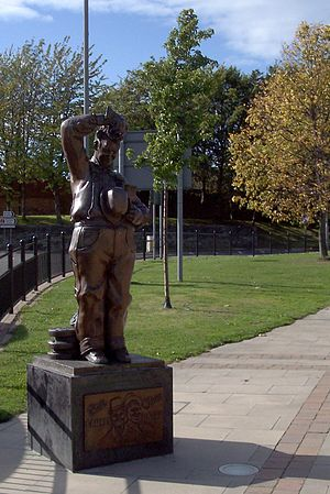 Stan Laurel - Statue of Laurel on the site once occupied by the theatre owned by his parents, in Bishop Auckland, County Durham, North East England