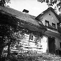 "Stara lesena hiša ""bajta s čukom"" (frčado), Dolenji Novaki 1954.jpg"