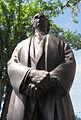 Statue de Sir Laurier en contre plongé.jpg