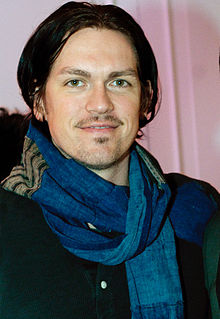 Description de l'image Steve Howey 2011 cropped.jpg.