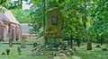 Swantow Kirchhof Kriegerdenkmal 01.jpg