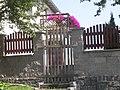 Třebnice, plot domu.jpg