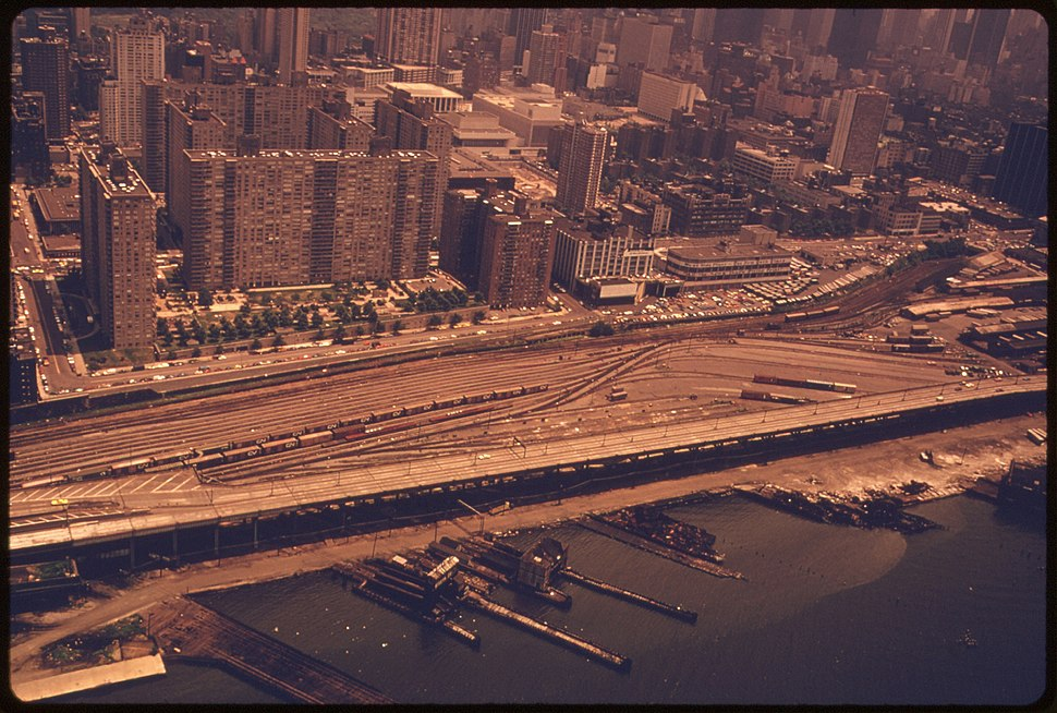 THE WEST SIDE OF MANHATTAN, NEW YORK. THE NEW YORK, NEW JERSEY METROPOLITAN REGION IS ONE THE MOST CONGESTED URBAN... - NARA - 555742