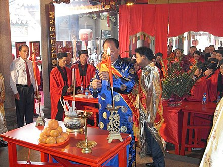 A Taoist rite for ancestor worship at the Xiao ancestral temple of Chaoyang, Shantou, Guangdong. Taoist ceremony at Xiao ancestral temple in Chaoyang, Shantou, Guangdong (inside) (4).jpg