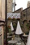 Terrasse de l'hôtel Saint-Pierre (Le Mont-Saint-Michel, Manche, France).jpg