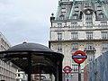 "The Ritz & ""Green Park"" Underground Station - panoramio.jpg"