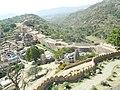 The great wall of Kumbhalgarh Fort.jpg