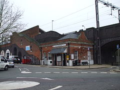 Theobalds Grove stn building.JPG