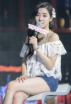 蒂芬妮 Hwang at Party Showcase on July 2015 04.jpg