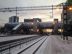 Tikkurila station - Image: Tikkurilan asemasilta pohjoisesta 2015 01 07