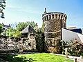 Tour et muraille de l'enceinte médiévale de Boussac.jpg