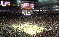 Dins del Toyota Center durant un partit de la temporada regular