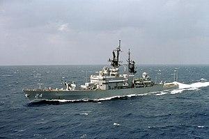 USS Reeves (CG-24) underway at sea on 15 October 1984 (6396505)