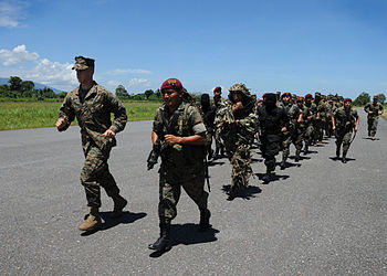 US Navy 100906-N-4153W-049 Marines train with Guatemala Kaibil Special Forces.jpg