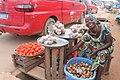 Une vendeuse de tomate et d'oignon à Aboisso.jpg