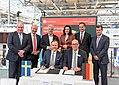 Unterzeichnung des Partnerlandvertrags 2019 mit Schweden durch Fredrik Fexe und Marc Siemering auf der Hannover Messe 2018 11.jpg