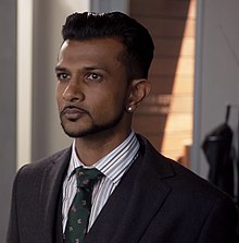 Utkarsh Ambudkar in White Famous S01 E03.jpg