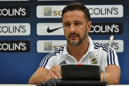 Vítor Pereira at press conference.jpg