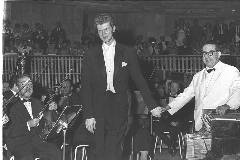 File:Van Cliburn - George Singer Tel Aviv 1962.jpg