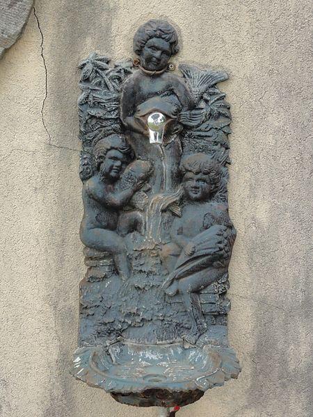 Vaucourt (M-et-M) robinet-fontaine du cimetière