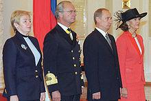 Il re e la regina di Svezia accolti al Cremlino dal presidente della Federazione russa, Vladimir Putin e dalla moglie Lyudmila all'inizio della visita di stato del re in Russia, l'8 ottobre 2001.