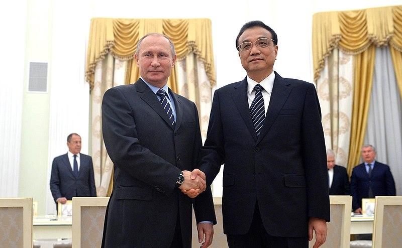 Vladimir Putin and Li Keqiang (2016-11-08) 01.jpg