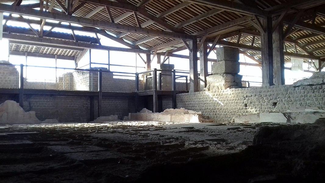 Vue d'une piscine des thermes de Chassenon