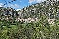 Vue du village de Gars depuis la piste du col de Baratus.jpg