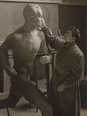 1925 in art - Aaltonen works on the statue of Nurmi