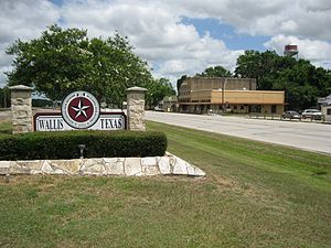 Wallis, Texas - Image: Wallis TX City Sign Hwy 36