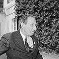 Walter Mehring zittend op een terras, Bestanddeelnr 254-5066.jpg