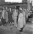 Watersnoodramp 1953. Koningin Juliana bezoekt Nieuw-Vossemeer, Bestanddeelnr 905-6110.jpg
