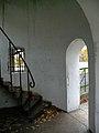 Wejście, okno i schody w wieży.jpg