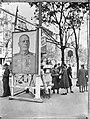 Wenen Russische propaganda aan de Opernring door middel van grote affiches Op , Bestanddeelnr 900-9739.jpg