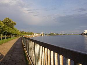 Bremen-Vegesack - The Weserpromenade.