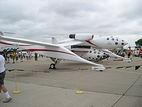 Le White Knight portant le SpaceShipOne
