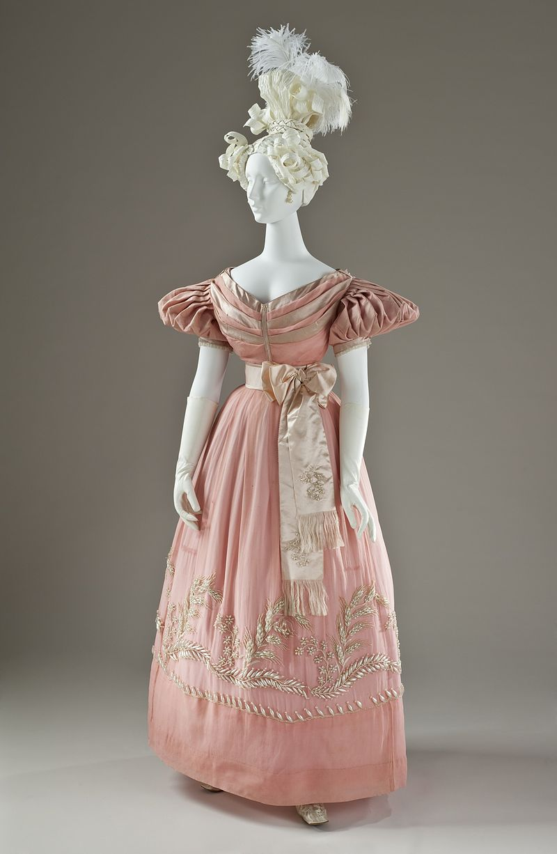 Woman's Dress LACMA M.2007.211.940a-b (1 of 5).jpg