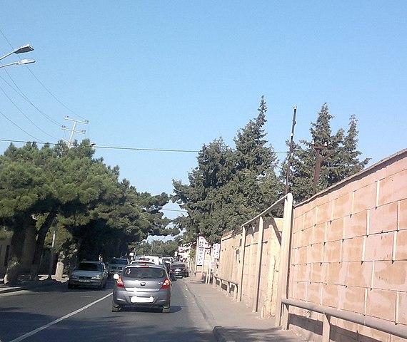 Улица Сергея Есенина в Мардакяне (Баку, Азербайджан)