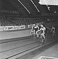 Zesdaagse wielrennen in RAI Amsterdam. Gerard Koel (rechts) en Piet de Wit wisse, Bestanddeelnr 923-0789.jpg