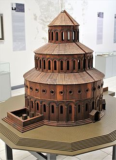 "Zvartnots Cathedral.Model in ""Zvartnots"" Historical Museum 01.jpg"