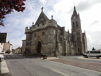 Adriers - Image: Église fortifiée d'Adriers