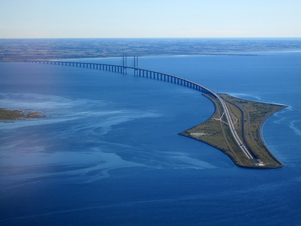 Øresund Bridge from the air in September 2015