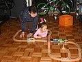 Бабуля и внучка играют в железную дорогу.jpg