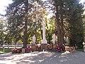 Братская могила 18 воинов, погибших в годы гражданской и Великой Отечественной войн (3).jpg
